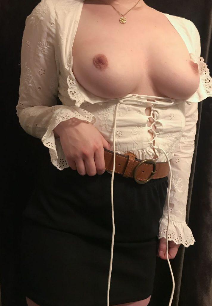 femme sans soutien gorge sexy